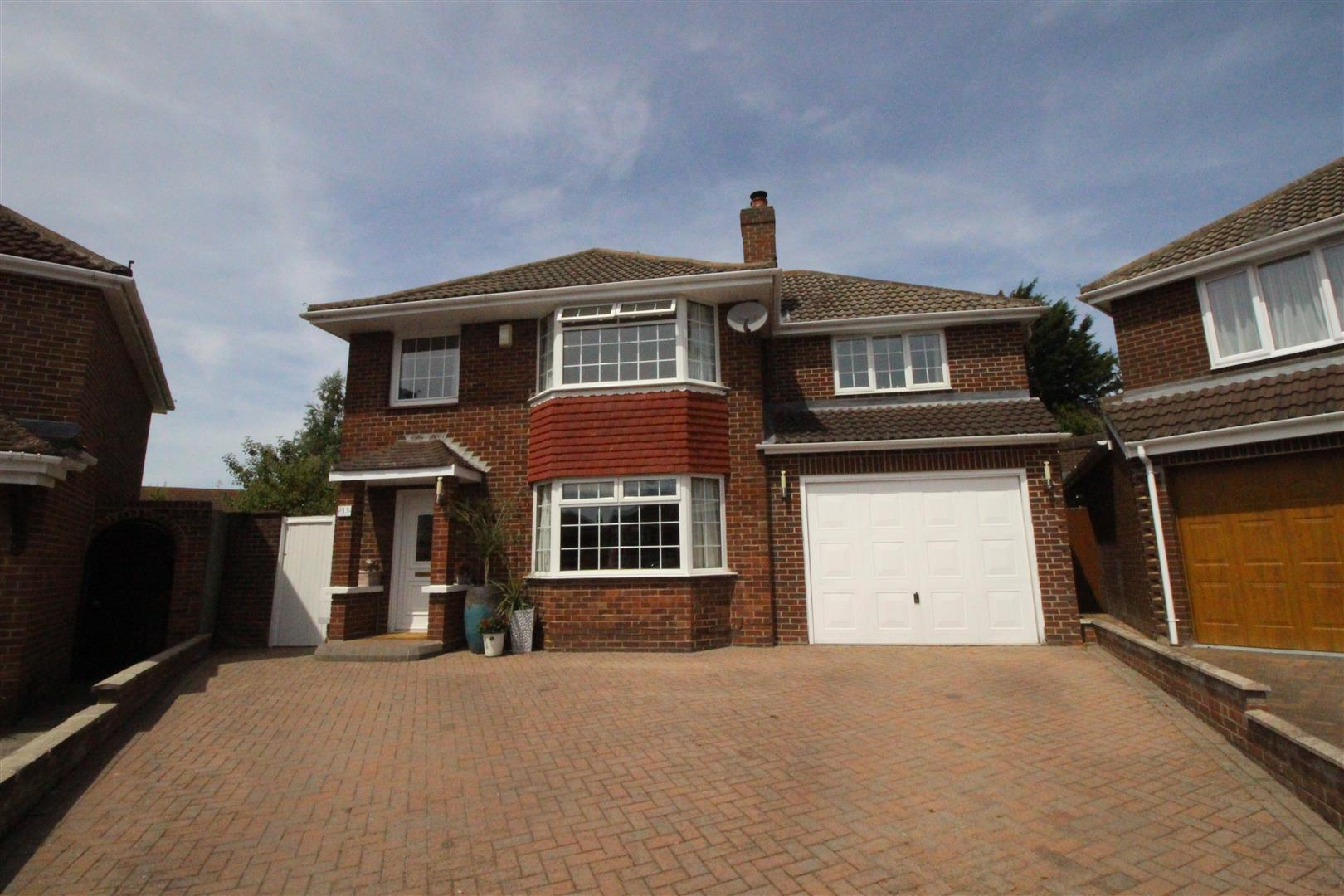 4 Bedrooms Detached House for sale in Bucklebury Close, Stratton, Swindon